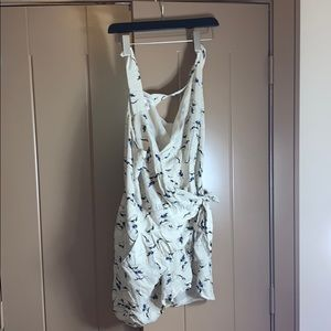 Bcbg greyhound romper wrap
